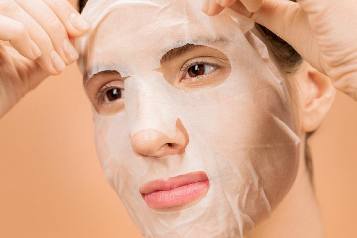 scrub facial mask